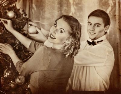Obraz Couple on party decoration Christmas tree
