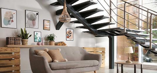 Aranżacja ściany przy schodach – poznaj nasze pomysły na efektowną metamorfozę