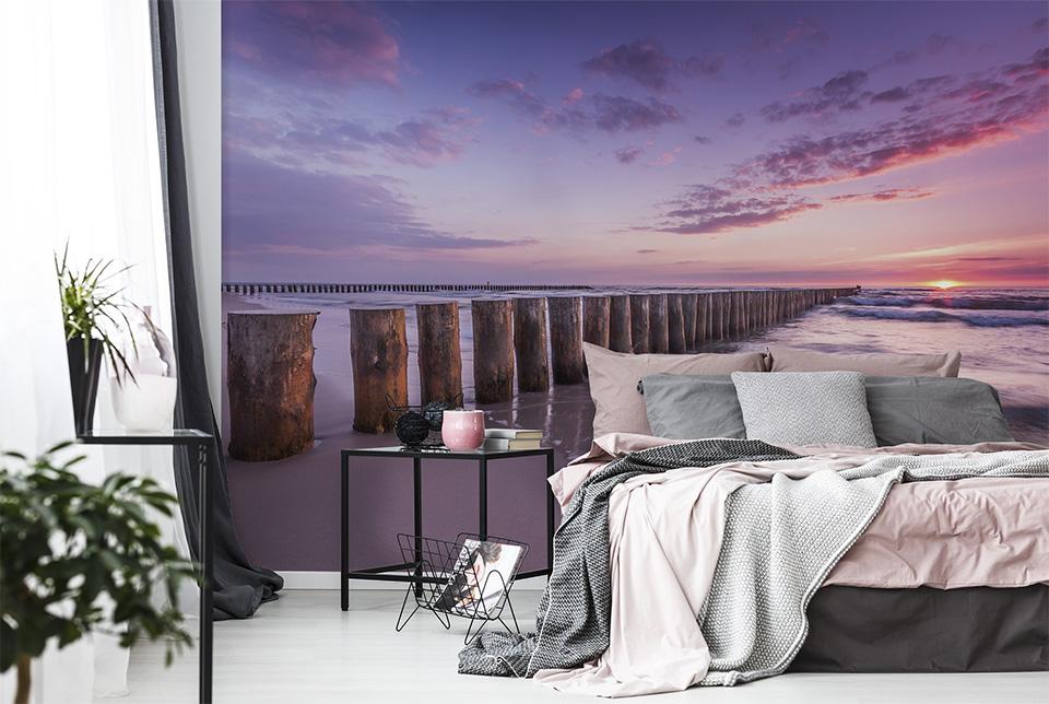 Aranżacja sypialni z fototapetą nadmorską