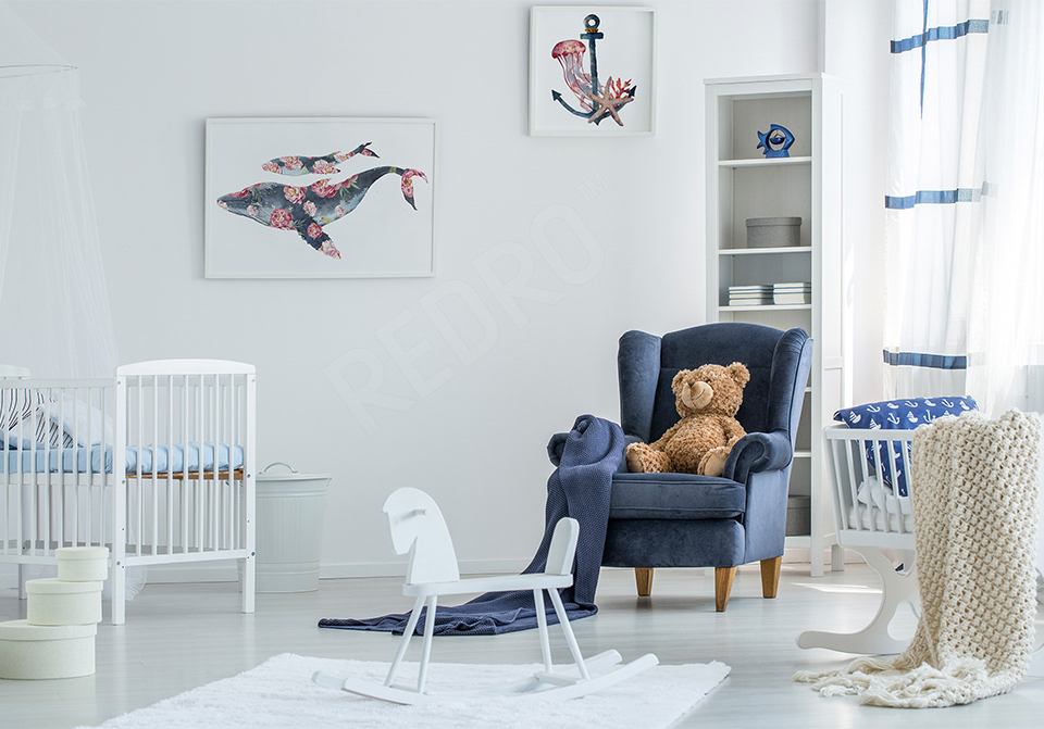 Plakaty marynistyczne w pokoju chłopca