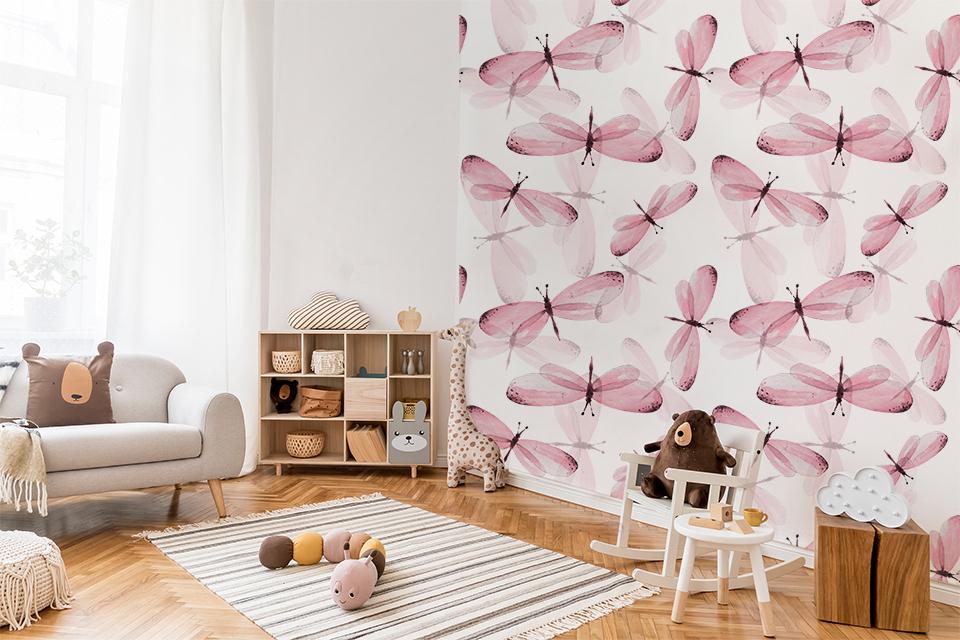 Pokój dziecka zaaranżowany w ekologiczny sposób, warto dopełnić delikatną dekoracją ścienną