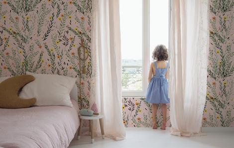 Delikatna tapeta kwiaty do pokoju dziecka