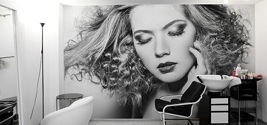 Fototapety do salonu fryzjerskiego - jak zachwycić klientów?
