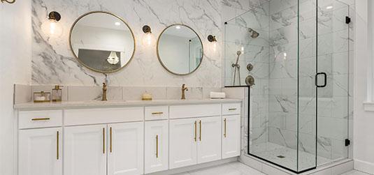 Odważnie, ale z klasą - aranżujemy łazienkę w stylu glamour!