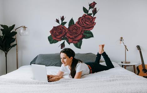Naklejka czerwona róża do sypialni