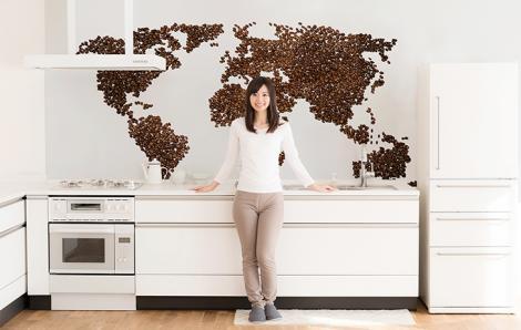 Naklejka mapa świata z ziarnami kawy