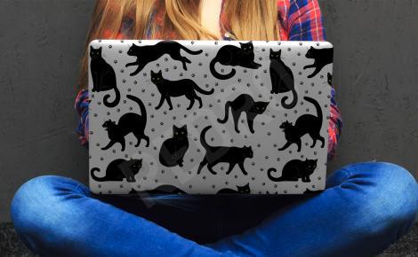 Naklejka na laptopa czarne koty