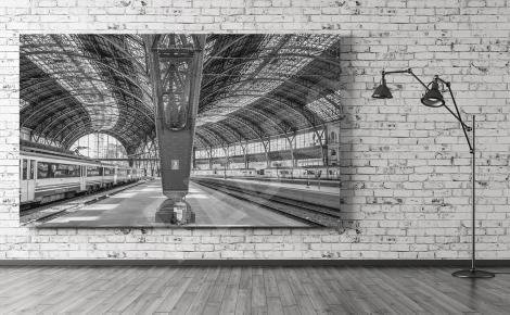 Obraz dworzec kolejowy w czerni i bieli
