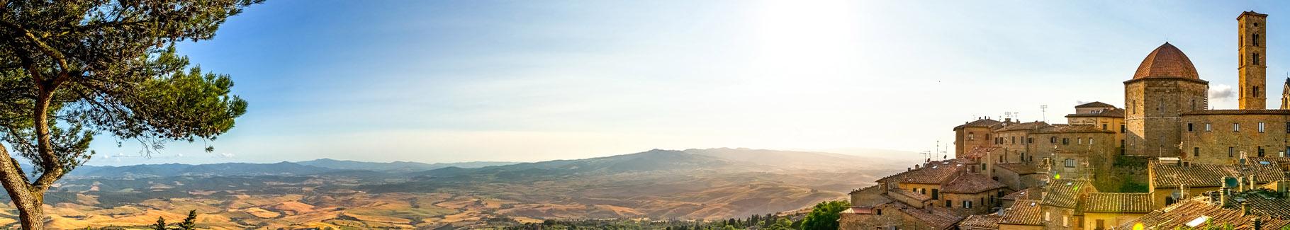 Panoramiczny obraz z widokiem na Toskanię