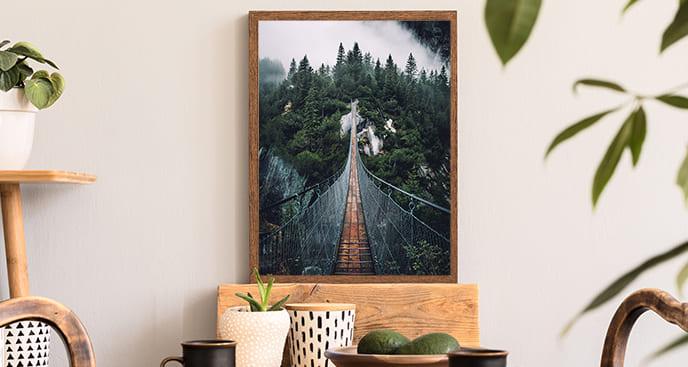 Plakat z mostem wiszącym